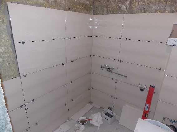 Выравнивание стен кафелем