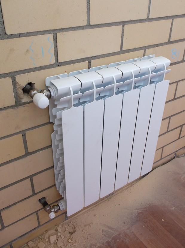 Вынос радиатора отопления на балкон