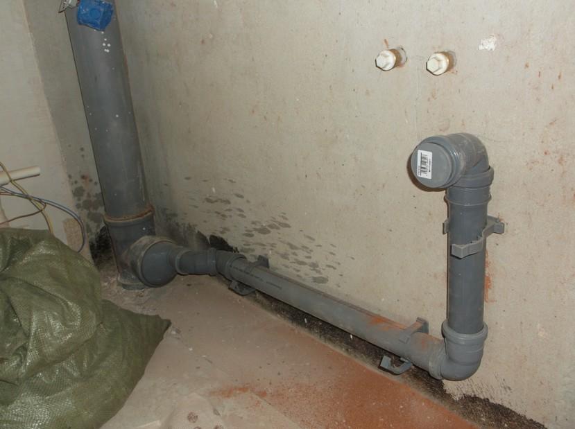 Замена труб водоснабжения и канализации  на кухне
