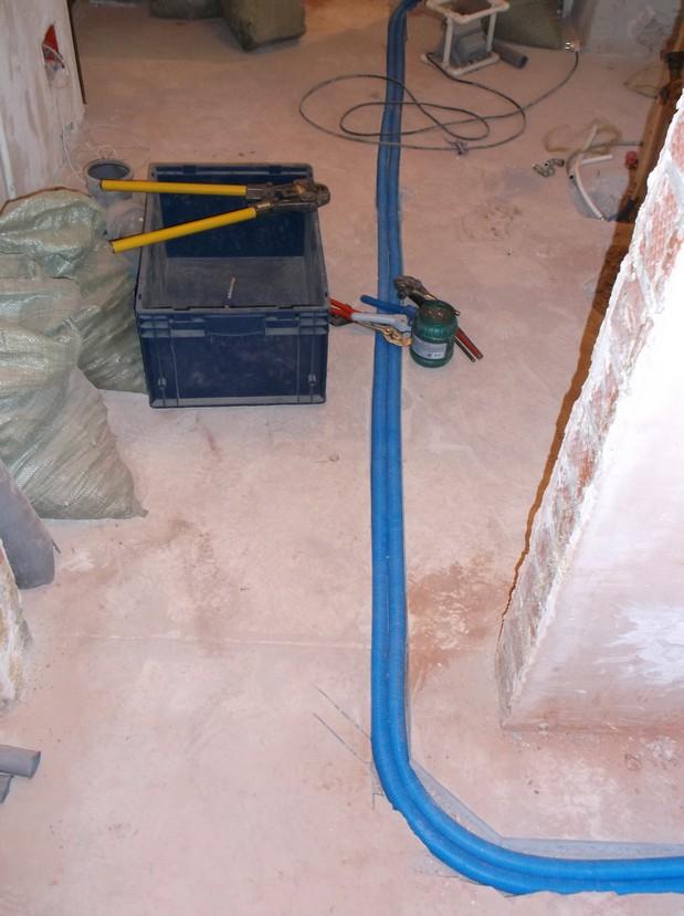 Горизонтальная разводка труб отопления в квартире